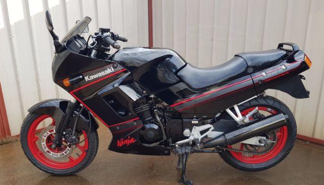 Kawasaki GPX250R Ninja 1988 watercooled 4 stroke twin only 17,889 original klms