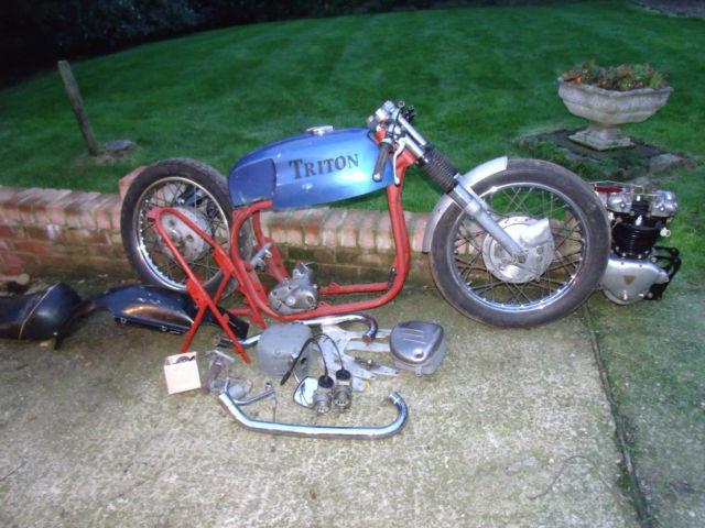 Triton Pre-Unit Triumph 5T + Norton Wide Line Bolt Up Featherbed + Road Holders