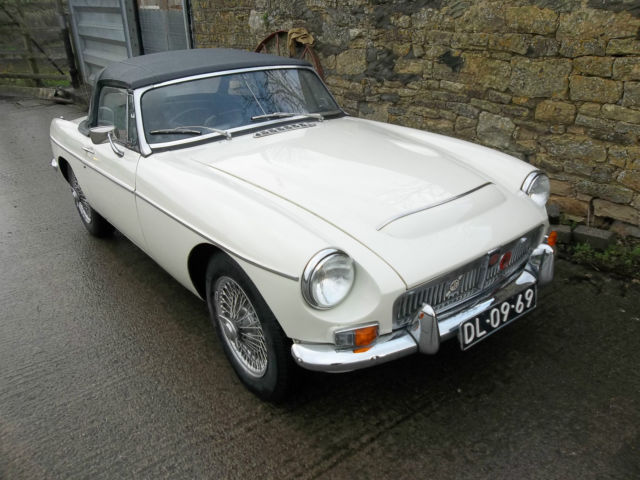 MGC AUTOMATIC ROADSTER, 1968, White, Wire wheels.
